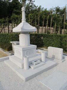 宝塔型石碑