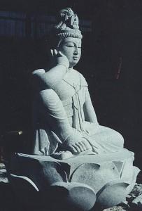 如意輪観音|石彫刻 /石仏・ 狛犬・創作|京都の石屋 / 特注品|芳村石材店