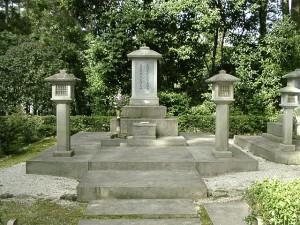 笠塔婆型石碑,京都のお墓京都, 石屋, 芳村石材店, 京都型墓石, 伝統, 老舗