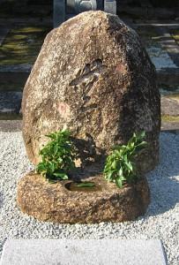 自然石型(万成石)|オリジナル墓|京都の石屋 芳村石材店