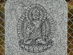 仏像の線画を彫入れします。