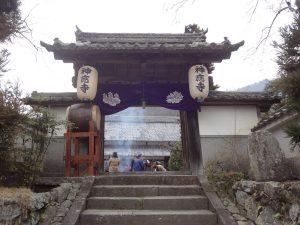神応寺さんの山門(初寅の日)