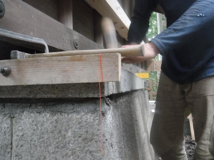 神社における社の基壇修復工事
