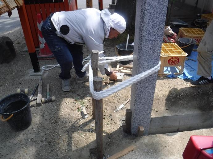 護王神社記念碑新設石工事、施工中