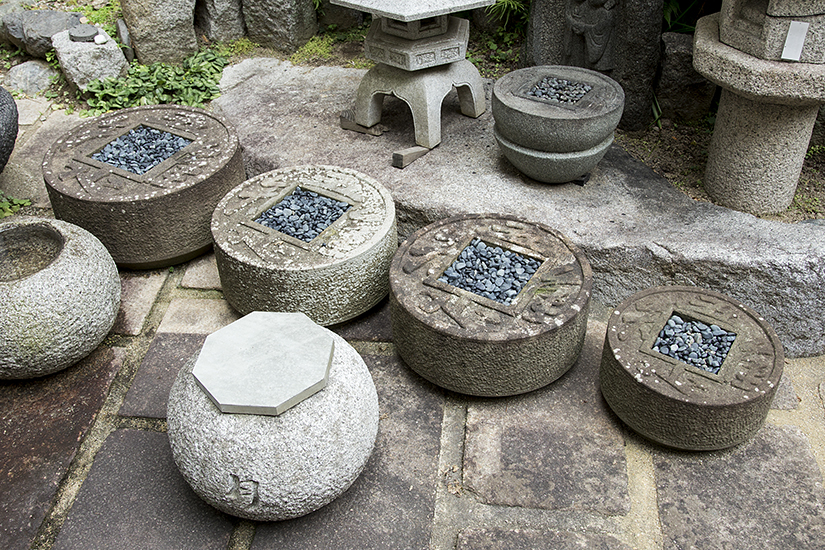 There are several sizes of Chisoku Tsukubai.